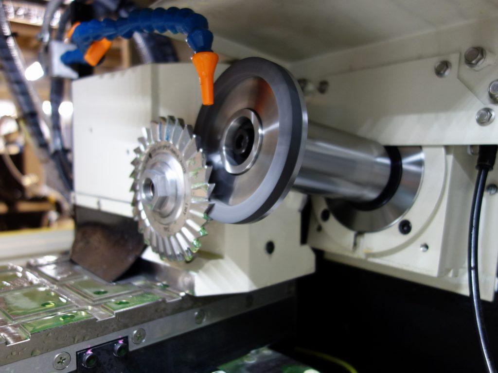 CNCダイヤモンド工具研削盤 RTG3800 による加工 4