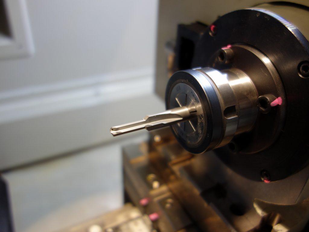 CNCダイヤモンド工具研削盤 RTG3800 による加工 6 (段付きリーマ)