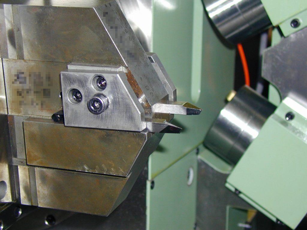 ブレード研削盤 AKCG10による加工