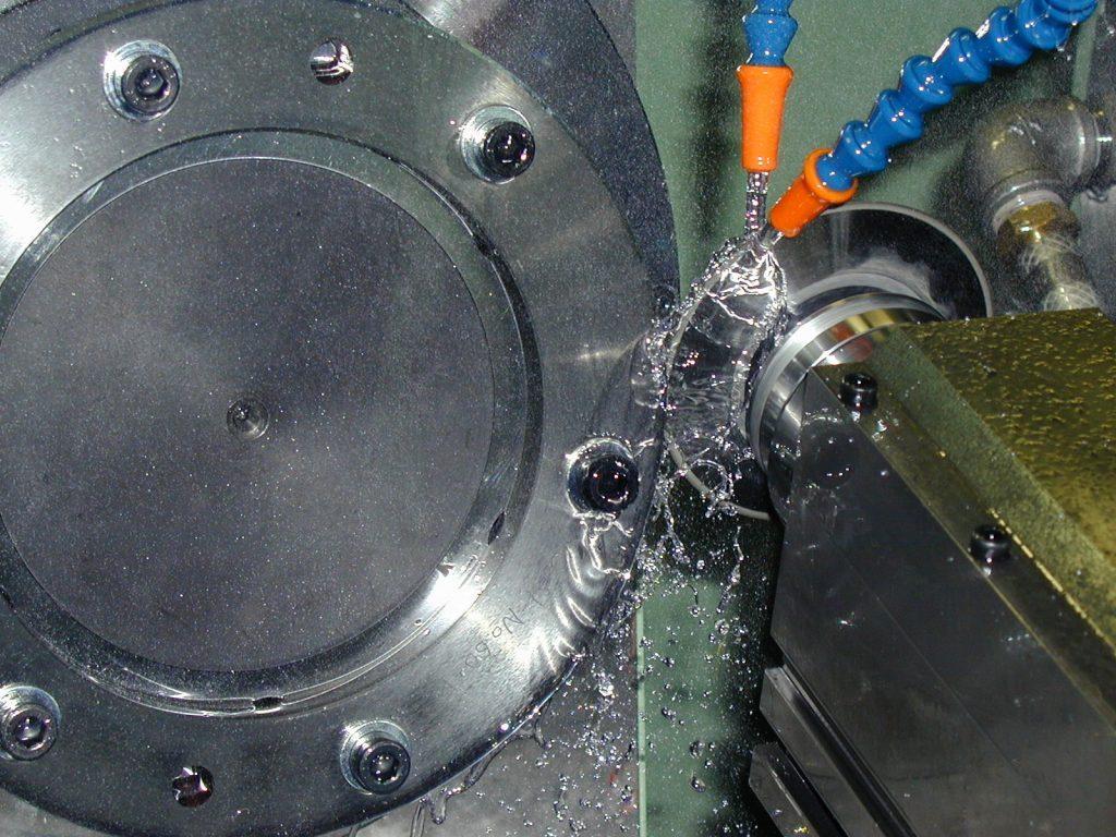 ロール溝入れ研削盤 UPG250による加工